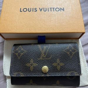 Authentic Louis Vuitton 6 Key holder